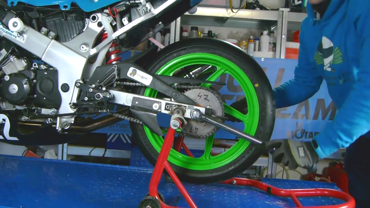 changer un pneu moto soi-même